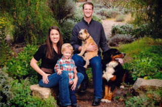 Murrieta veterinary hospital staff with family and pets