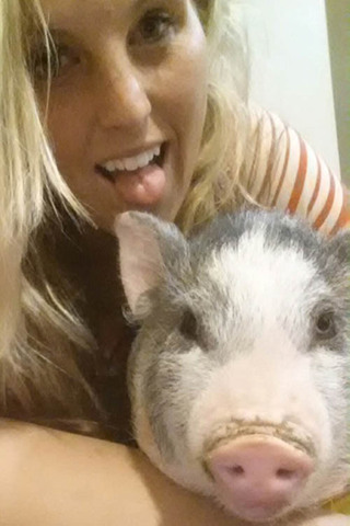 Murrieta veterinary hospital staff with pet pig