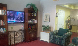 Columbus senior living facility has a spacious living room