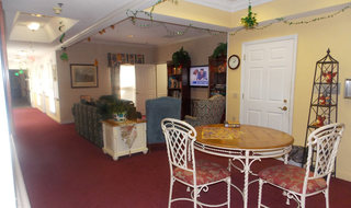 Columbus senior living has a relaxing lounge area