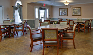 Dining services in jackson assisted living community