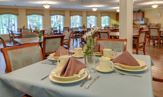 Senior living dining services in farmington