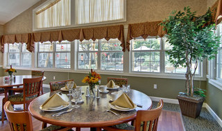 Assisted living in ashland interior dining room