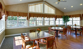 Senior living dining room in ashland