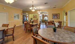 Assisted living dining area in cape girardeau