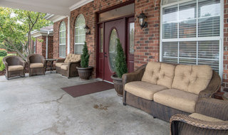 Senior living outdoor seating in cape girardeau