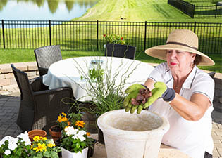 Senior living activities at The Cottages of La Bonne Maison in Missouri.