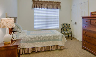 Model bedroom at hutchinson memory care
