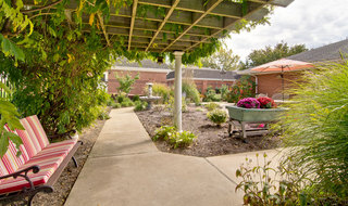 Memory care landscaped community in washington