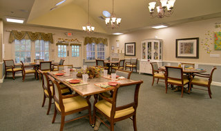 Dining services for memory care seniors in collierville