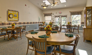 Memory care community dining in kirksville