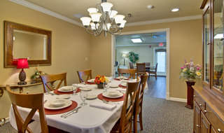 Private dining at paris assisted living