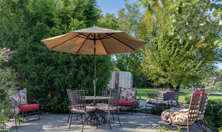 Out door dining and lounge madison assisted living