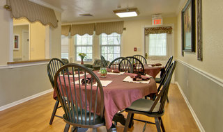 Kitchen and dining in springfield assisted living