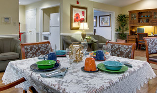 Dining set carthage assisted living