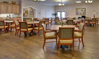 Dining hall at spring hill assisted living