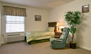 Single bedroom at lebanon assisted living