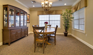 Family dining at olive branch assisted living
