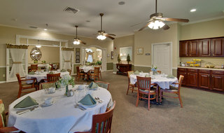 Dining at murfreesboro assisted living