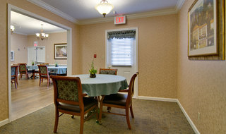 Family dining at rolla assisted living