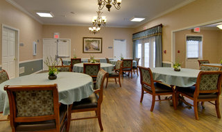 Rolla assisted living dining room