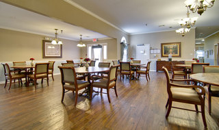 Dining hall at covington assisted living