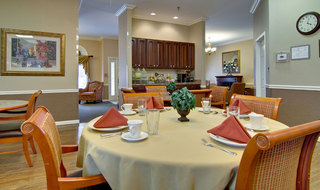 Community dining at poplar bluff assisted living
