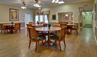 Dining hall at poplar bluff assisted living