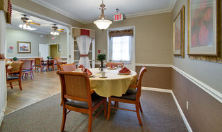 Poplar bluff assisted living dining hall