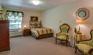 Bedroom at mcminnville assisted living