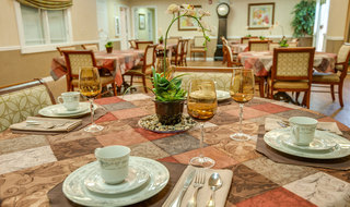 Catered dining in mcminnville at assisted living