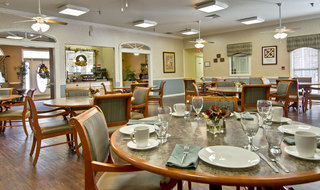 Dining hall at neosho assisted living