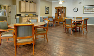Neosho assisted living dining hall