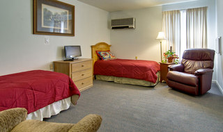 Twin bedroom at neosho assisted living