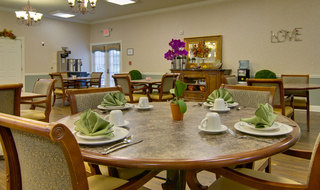 Assisted living dining services in collierville
