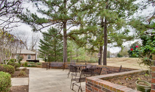 Assisted living community outdoor seating in henderson