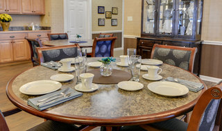 Community dining services for residents in springfield assisted living