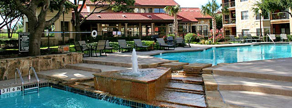 Plano texas apartment pool at the Waters Edge