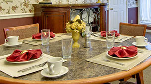 Services and amenities for senior living residents at Ravenwood.