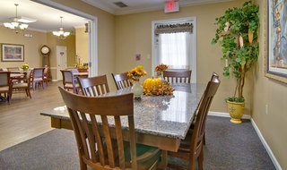 Dining at marshall assisted living community for seniors