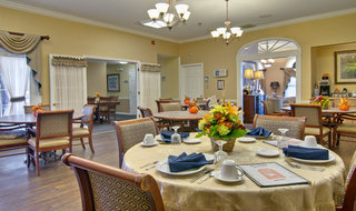 Dining services for assisted living in marshall