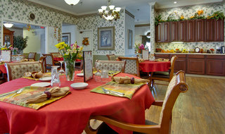 Assisted living community dining in union