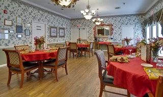 Community seating for dining in union assisted living facility