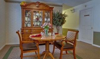 Dining services for union assisted living residents