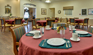 Dining services for assisted living community in union city