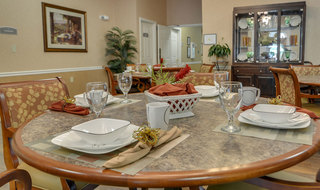 Assisted living dining services in jefferson city