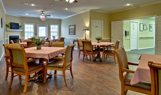 Starkville assisted living building dining area