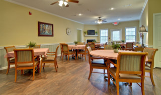 Starkville assisted living community dining area