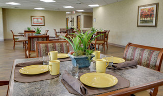 Assisted living dining services in kansas city