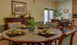 Assisted living dining services in columbia